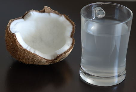 10 Benefits of Drinking Coconut Water That You Didn't Know
